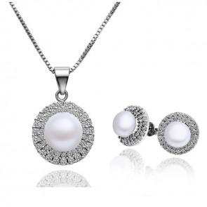 Луксозен дамски комплект бижута с естествени перли.